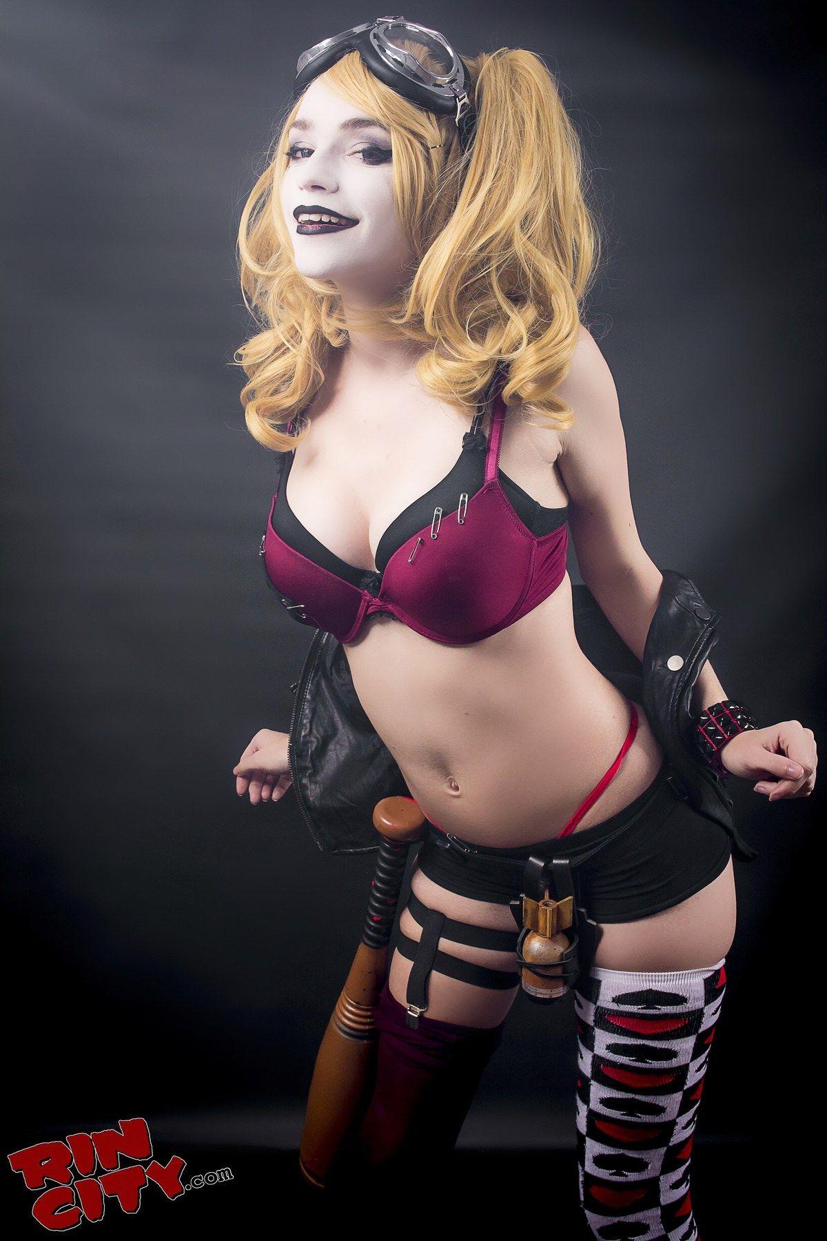 Harley quinn nude cosplay