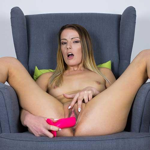 Completly naked sexy women XXX