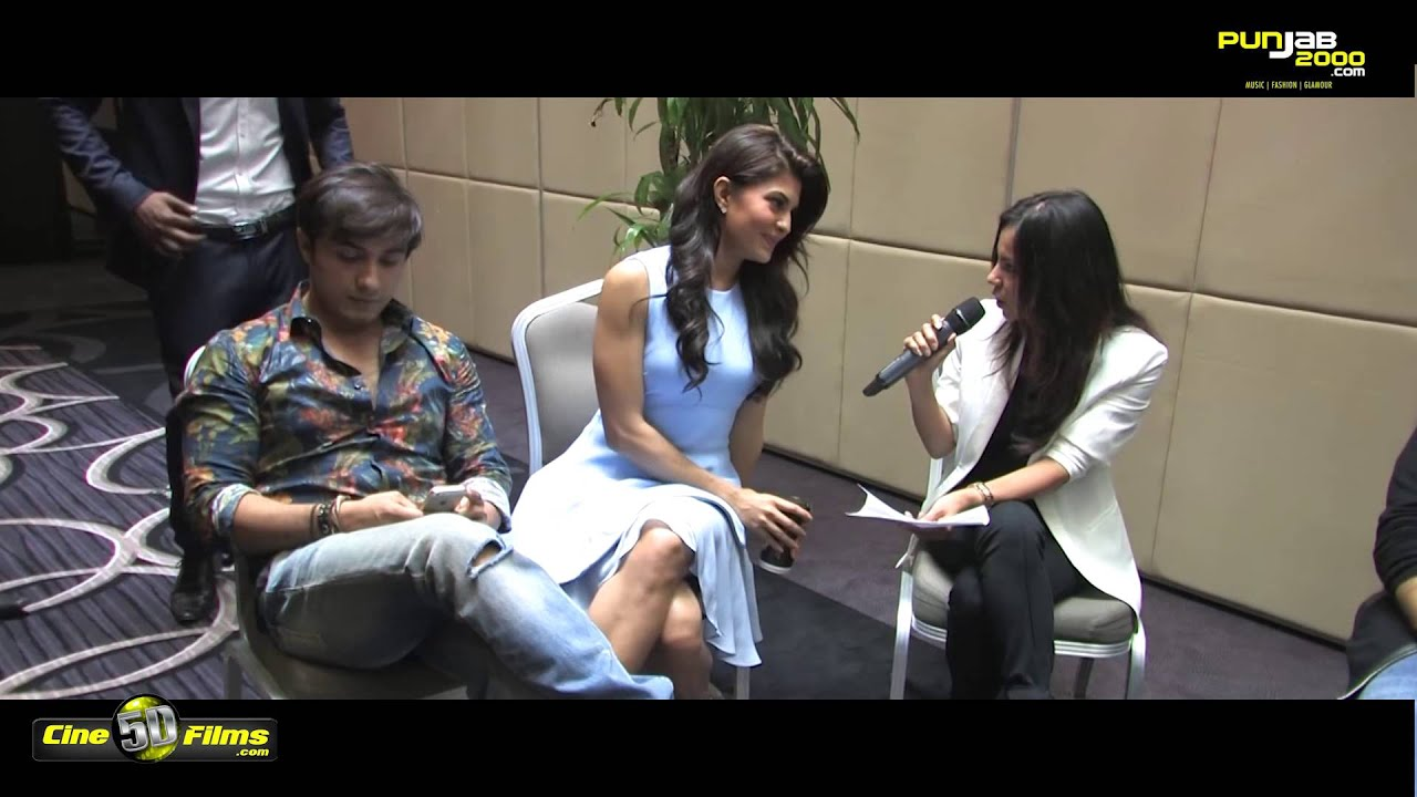 Jacqueline fernandez shows off her thighs youtube