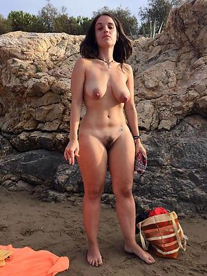 Nude women on the beach pics