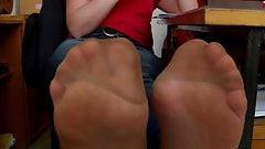 Pretty feet in nylon