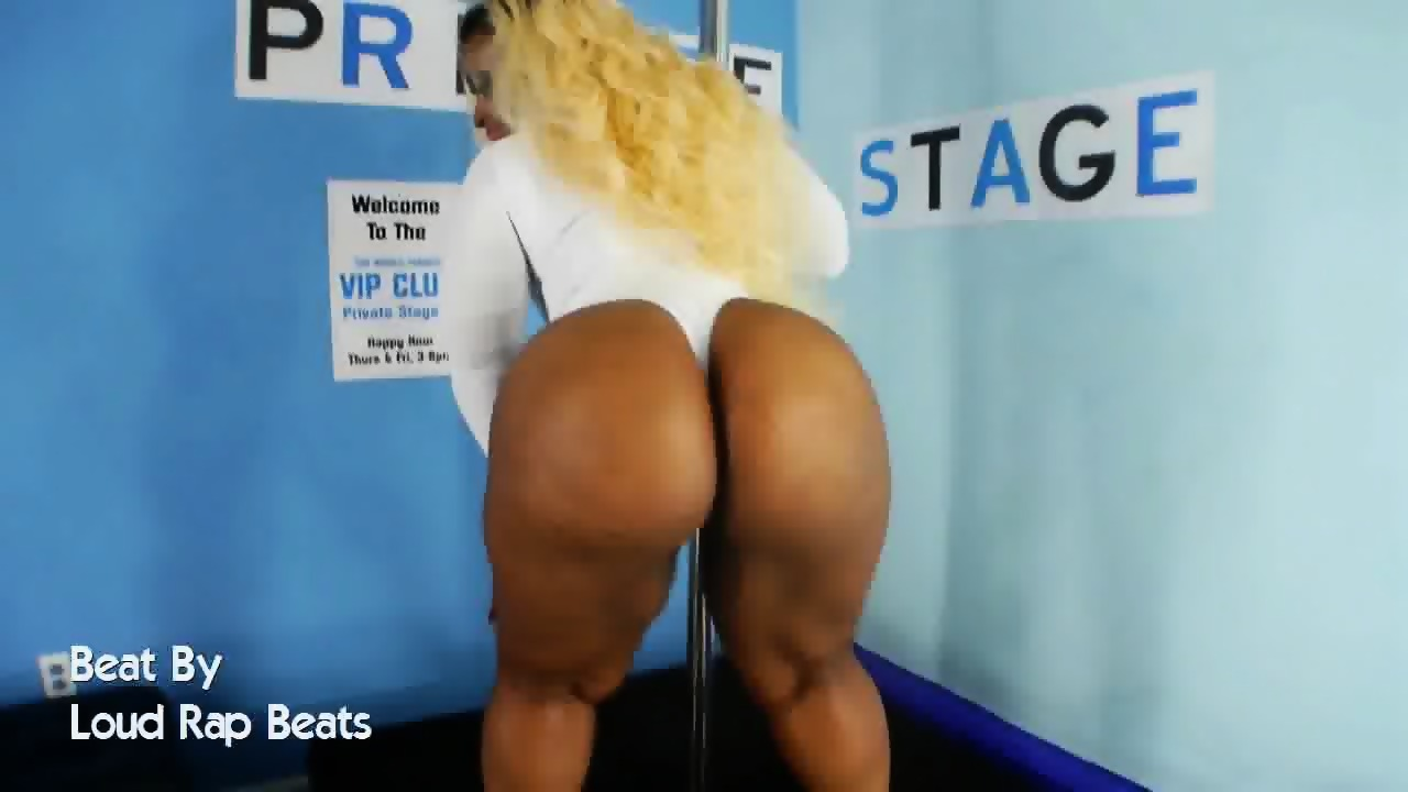 Big booty strippers dancing