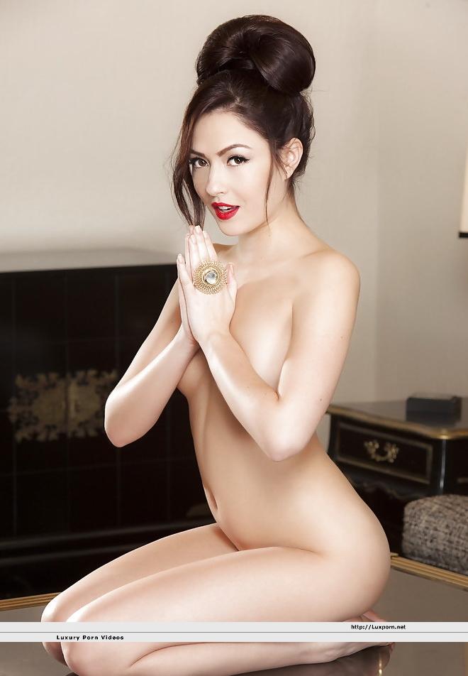 Cassie laine nude pics