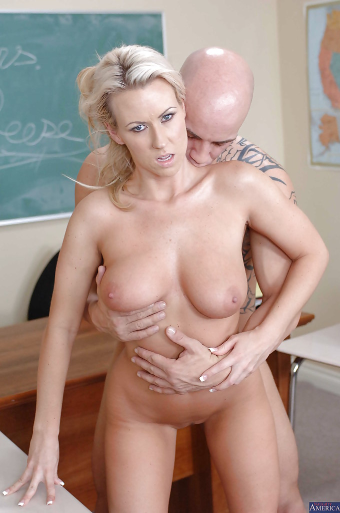 Cougar teacher gets fucked
