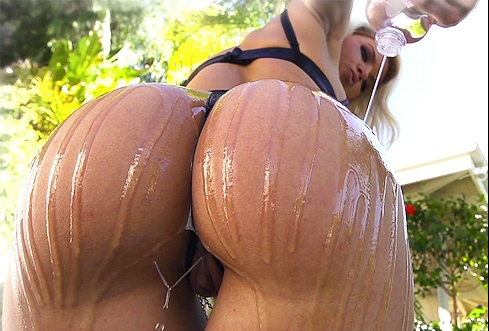 Anikka altrite oiled up ass big cock riding